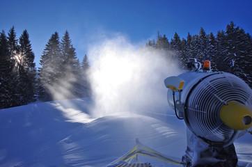 équipement de station de ski - canon à neige
