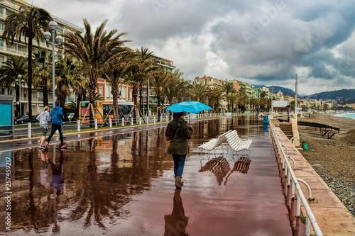 Leinwandbild Motiv Nizza, Promenade des Anglais bei Regenwetter