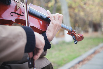 Street musician playing the violin.
