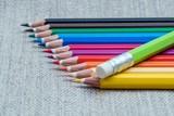 Fototapeta Rainbow - kolorowe kredki ułożone w szeregu © Henryk Niestrój