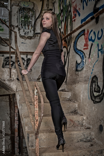 Fashionshooting vor Graffiti © Hans und Christa Ede