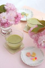 抹茶ミルクと干菓子