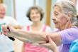 Leinwanddruck Bild - Seniorin bei Übung mit Elastikband