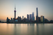 Quadro The Bund early in the morning at sunrise. View of Pudong and Huangpu river from The Bund in Shanghai, China
