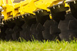 Disc cultivator for loosening the soil