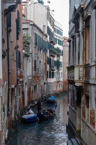 Rues, ruelles et canaux de Venise en Italie