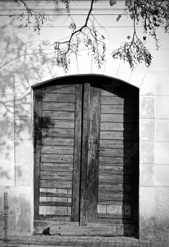 Slovenia, black and white, door, old, history © Rolf G