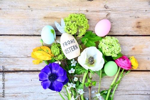 Ostern - Frohe Ostern - Osternest mit Eiern und Blumen - 258967437