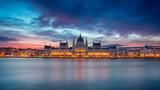 Fototapeta Kawa jest smaczna - Budapest. Panoramic cityscape image of Budapest, Hungary during beautiful sunrise. © rudi1976