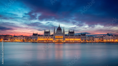 fototapeta na ścianę Budapest. Panoramic cityscape image of Budapest, Hungary during beautiful sunrise.