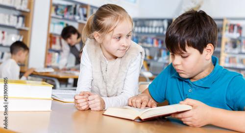 School friends reading books in library © JackF