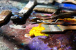 canvas print picture - Künstler Pinsel auf einer Palette mit vielen bunten Farben