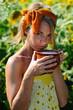 Крынка молока девушка деревня портрет лето подсолнухи