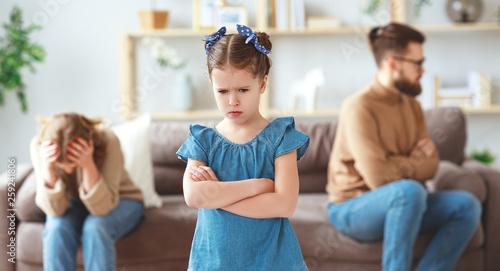 Leinwanddruck Bild family quarrel divorce parents and child swear, conflict