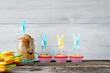 canvas print picture - Osterhintergrund mit Kuchen, Muffins und Blumen