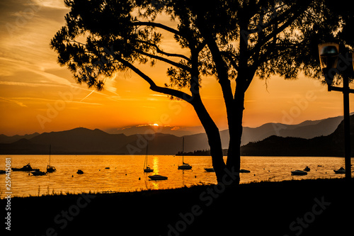 canvas print picture Sonnenuntergang am Gardasee in Italien