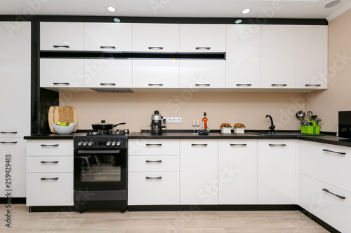 Modern black and white kitchen © starush