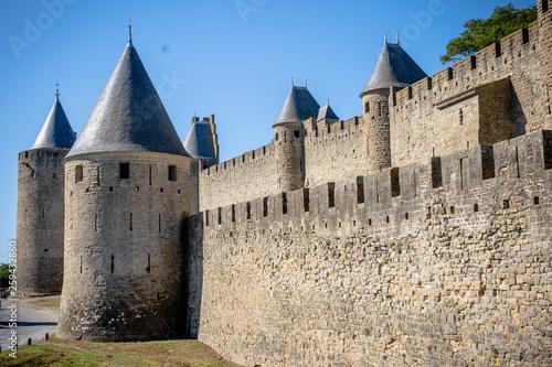 canvas print picture Burgmauern der Festung La Cité mit Zitadelle, Carcassonne, Frankreich