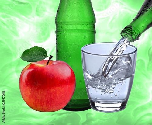 canvas print picture Wasserglas mit Apfel