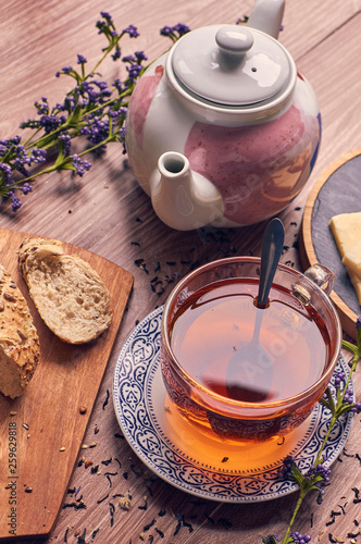 Nice cuo of tea and cheese with bread © Marcela Lefort