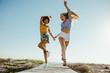 Leinwanddruck Bild - Girls enjoying their vacation