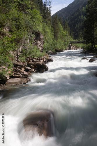 Krimmler Wasserfälle in den Tiroler Bergen © Alois Endl