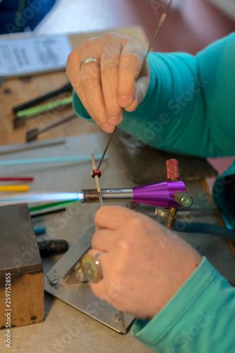 canvas print picture Glasperlenherstellung