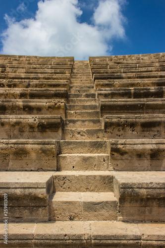 Treppe in aktikem Collosseum / Stadion