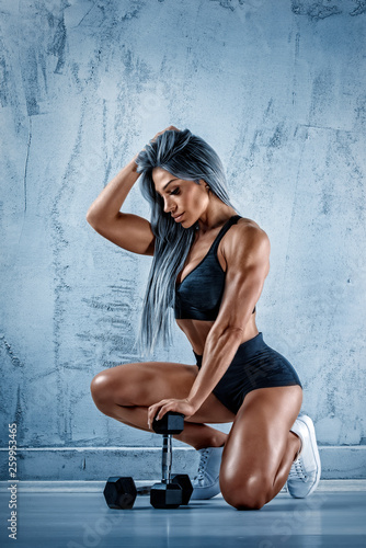 Fototapeten Fitness Beautiful Athletic Women Exercise With Weights