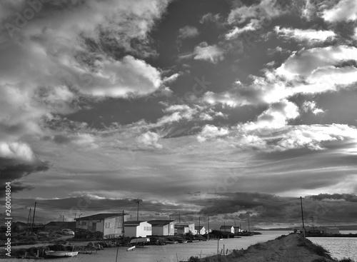Les cabannes de l'Ayrolles en noir et blanc © bobdu11