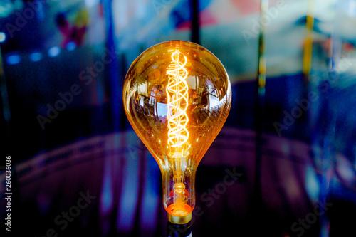 canvas print picture Leuchtende Glühlampe