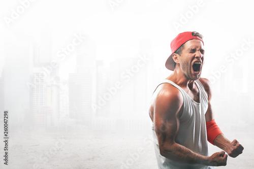 Fototapeten Fitness The athlete in the red baseball cap screams