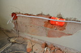 remont - cienka ścianka działowa przebita na wylot podczas wkuwania puszek elektrycznych