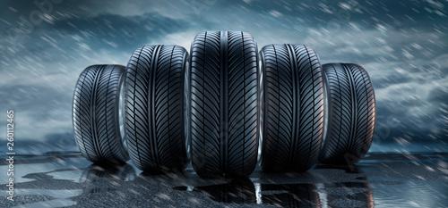 Leinwanddruck Bild 5 Reifen in Formation vor Regenwetter
