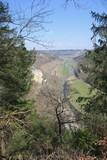 Blick vom Knopfmacherfelsen bei Fridingen auf das Donautal in Richtung Beuron im Frühling
