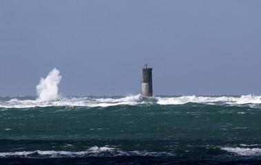 balise de signalisation de danger en mer, bretagne © papinou