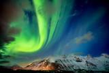 magisches Nordlicht am Himmel