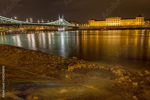 Budapest bei nacht © tamaslaza3