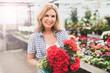 canvas print picture - Frau im Blumenladen