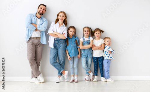Leinwanddruck Bild large family mother father and children sons and daughters on white background