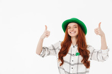 "Постер, картина, фотообои ""Happy young redheaded girl wearing green hat"""