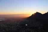 Sonnenaufgang über Tafelberg vom Lionshead aus