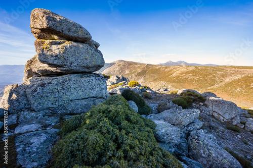 Riscos en la Sierra Paramera en un día soleado. Avila. España. Europa. - 260797857