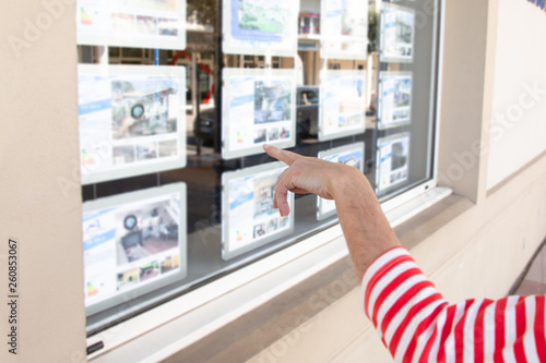 woman hand looks at the window of a real estate agency in the street © sylv1rob1