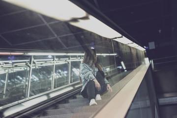Mädchen Frau Jung nostalgisch Retropop unterwegs in Berlin