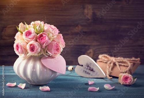 Pink roses in a vase - 260939403