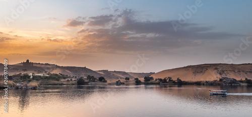 canvas print picture Stimmungsvoller Sonnenuntergang am Nil, Assuan, Wüste, Symetrie, Landschaft, Bäume, Farben
