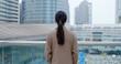 Leinwanddruck Bild - Businesswoman look in the city of Hong Kong