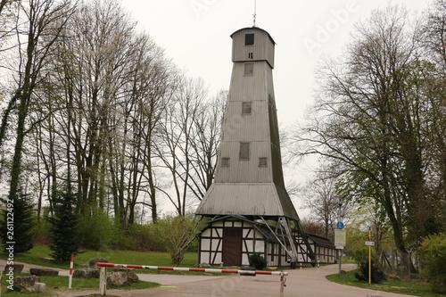 canvas print picture Blick auf den ehemaligen Bohrturm der stillgelegten Soleförderanlage im Kurpark von Bad Rappenau