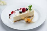Classic cheesecake with raspberry